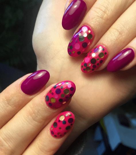 Камифубуки на малиновых ногтях