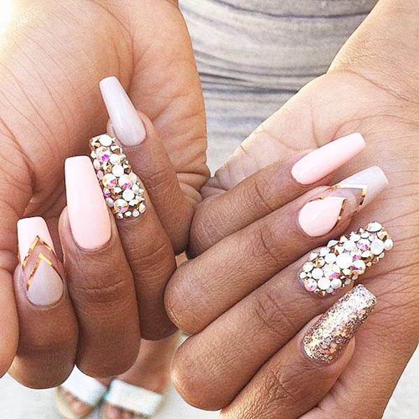 Фото красивого дизайна ногтей на длинные ногти