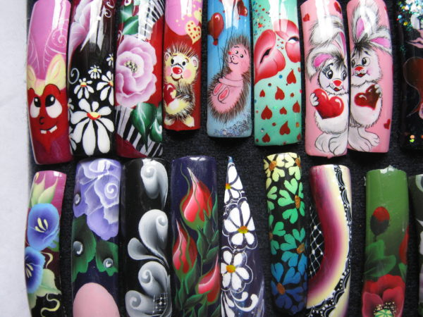 Ручная роспись на ногтях