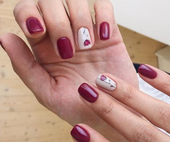 Ботанический минимализм на ногтях с цветами