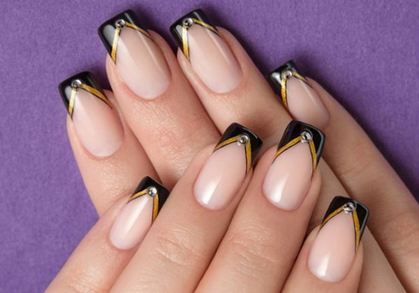 Чёрный френч на ногтях - фото новинок