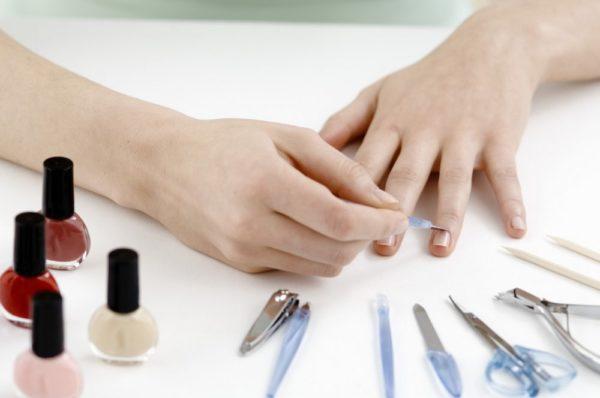 Как сделать маникюр в домашних условиях самой себе на короткие ногти