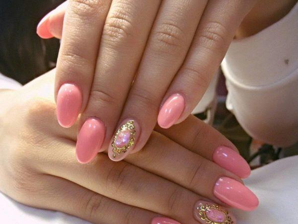 золотой маникюр с розовым фото