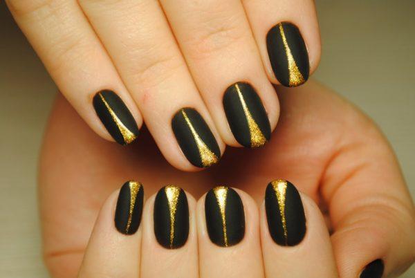 маникюр золотой с черным
