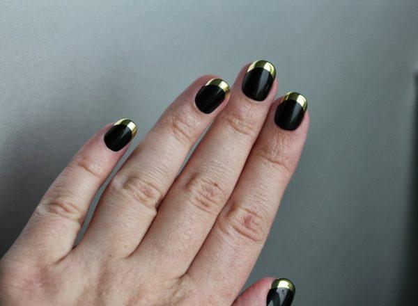 Маникюр черный с золотом френч