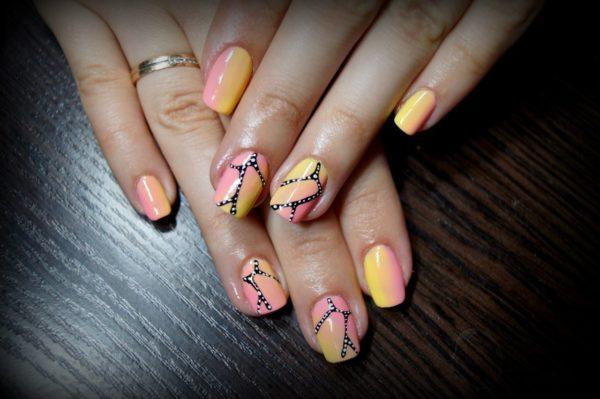 обре с рисунком на ногтях
