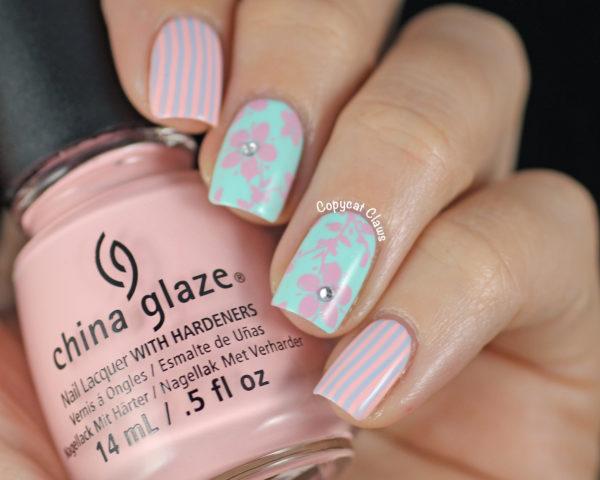 Маникюр розовый с голубым фото