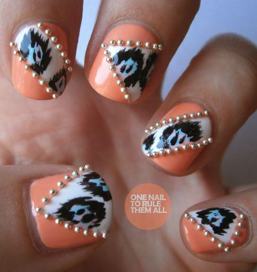 бульонки на ногтях