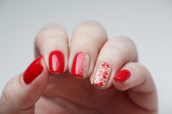 Бежевый маникюр: на короткие ногти с красным