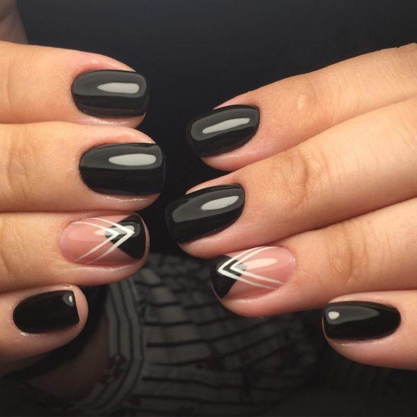 Темный маникюр на короткие ногти