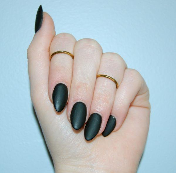 острая форма ногтей