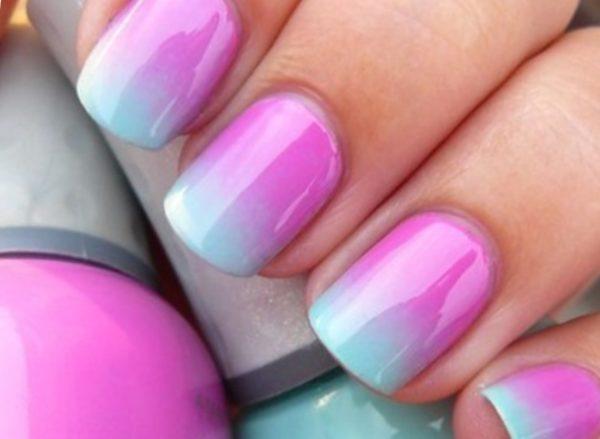 Маникюр розовый с голубым омбре