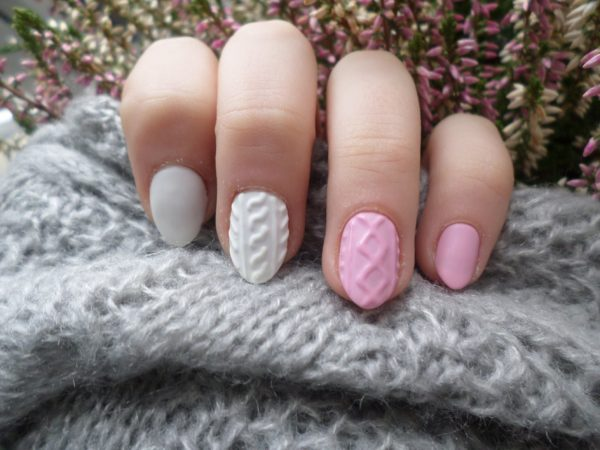 Маникюр серый с розовым фото