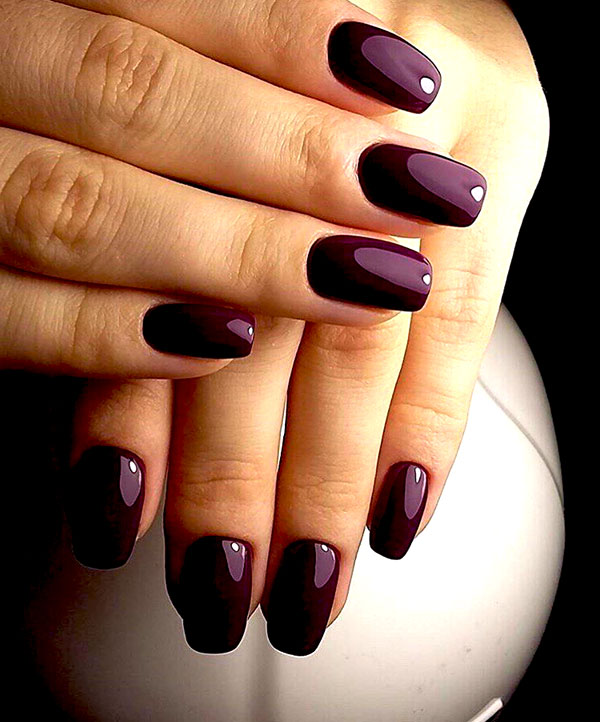 виноградный тон на ногтях